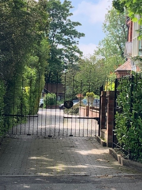 Frontage 3 with gates